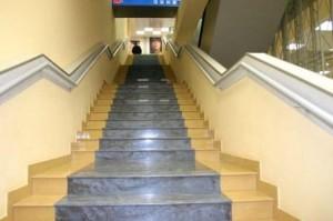 Большая лестница из керамогранита