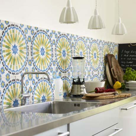 раскладка напольной плитки на кухне
