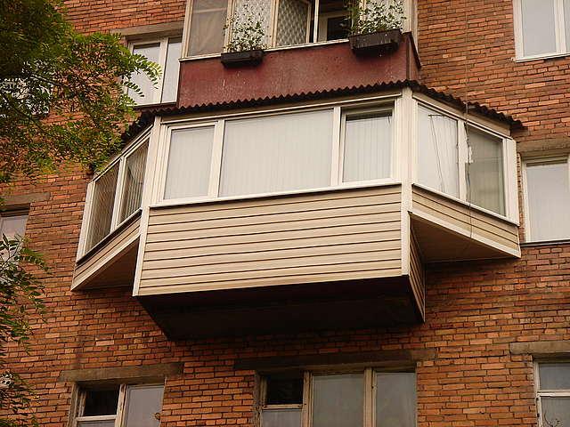 остекление балконов с выносом фото
