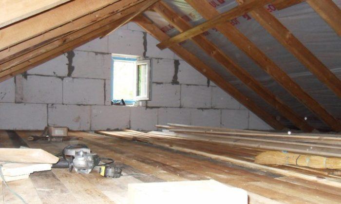 переделать крышу дома под мансарду