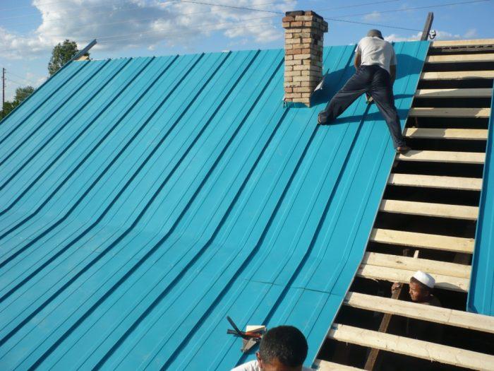 течет крыша из профнастила