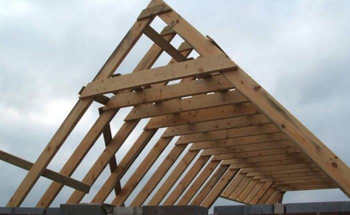 установка двухскатной крыши