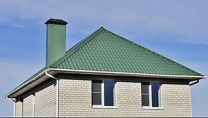 преимущества и недостатки четырехскатной крыши