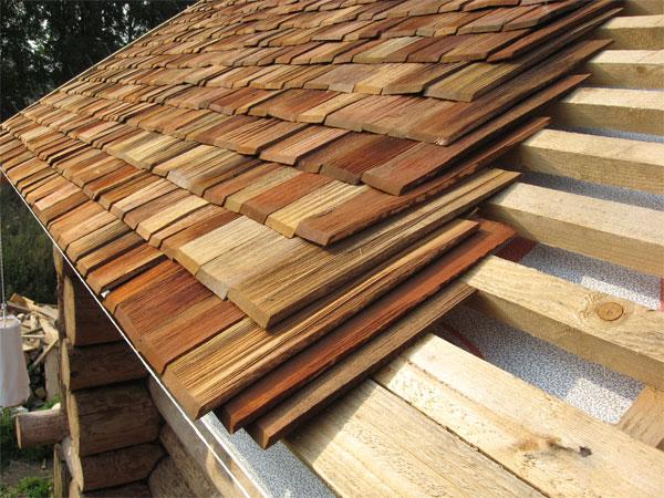 пример деревянной дранки на крыше