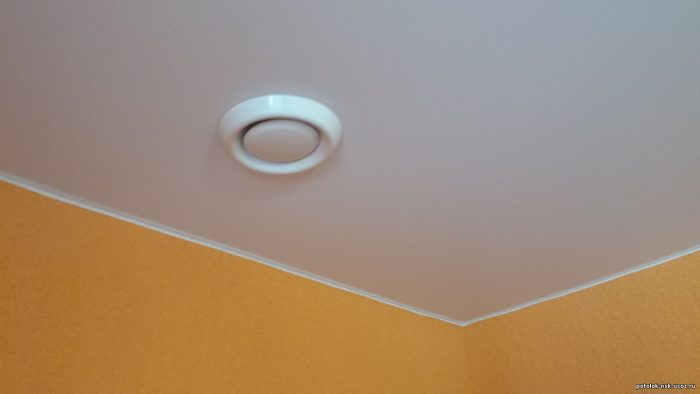 вентиляция натяжных потолков