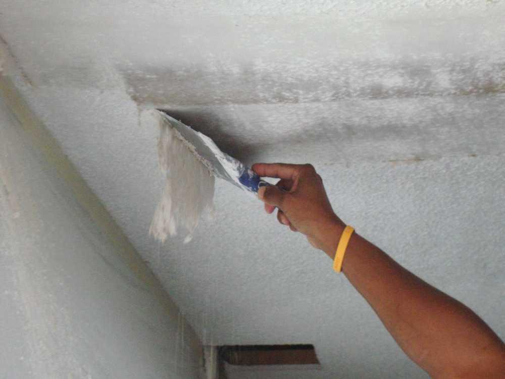 Как оторвать плитку с потолка