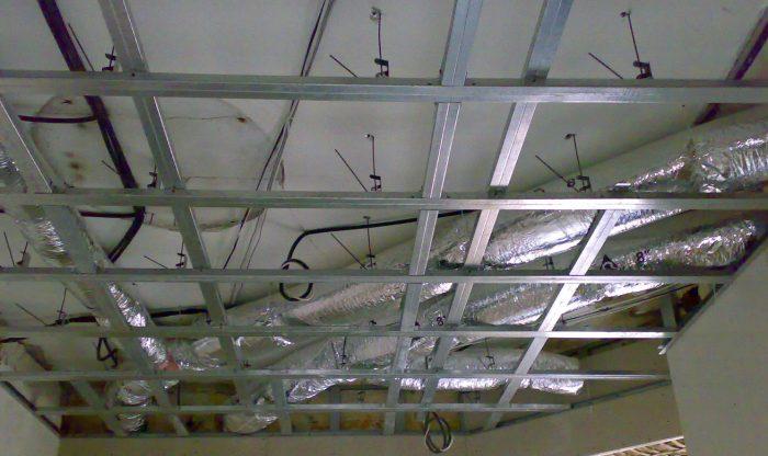демонтаж потолка из алюминиевых реек