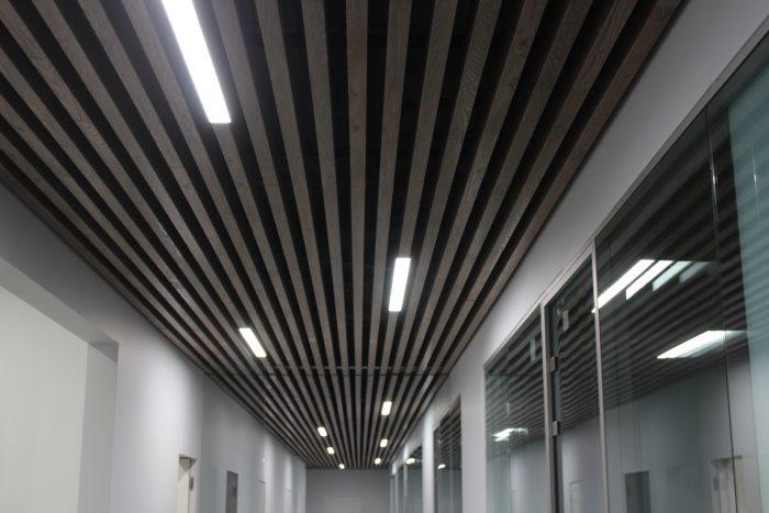 кубообразная планка на потолке
