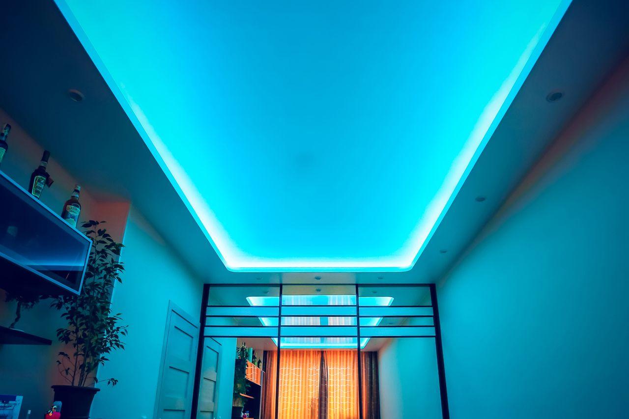 натяжной потолок с подсветкой внутри фото чтобы развить эти