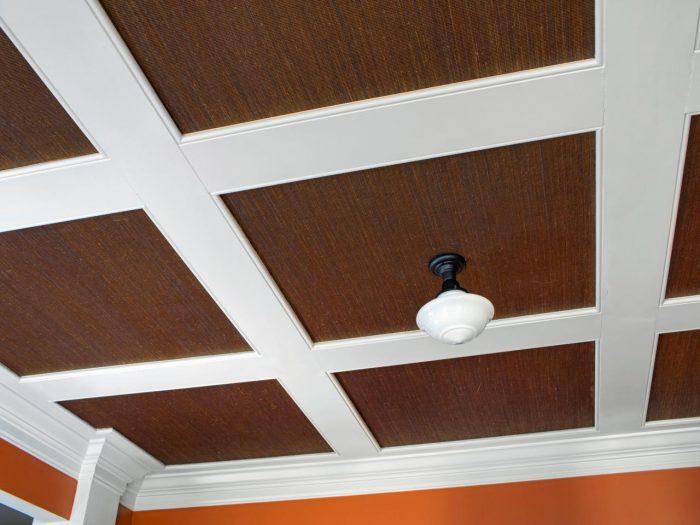 поклейка плитки на потолок