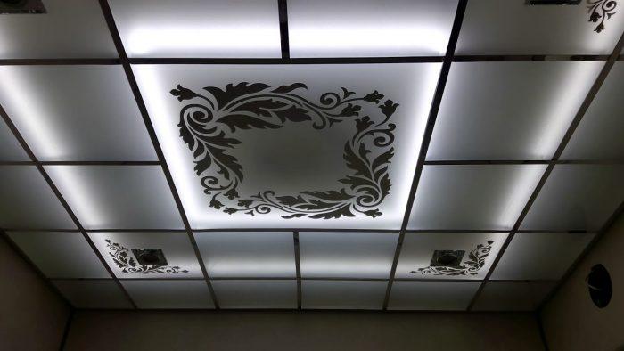 потолки со стеклянными вставками