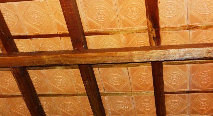 ламинированная плитка на потолок