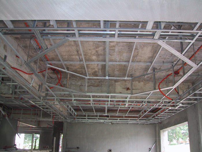разборка каркаса потолка