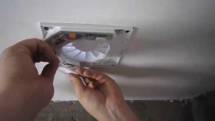установка вентилятора в натяжной потолок