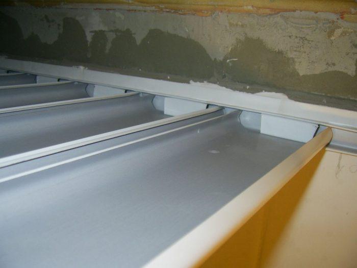 установка реек из алюминия