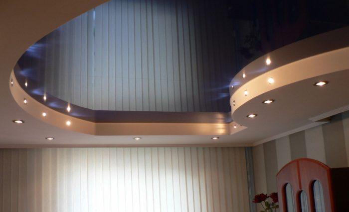 комбинированные фигурные потолки