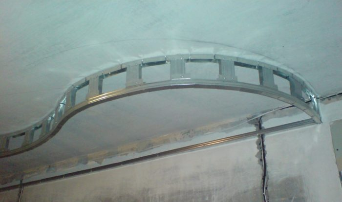 установка второго уровня потолка