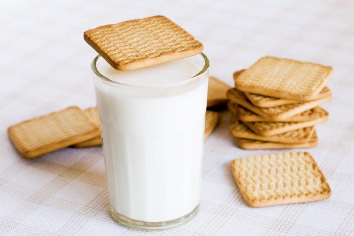 Молоко с печеньем Гуль-Гуль