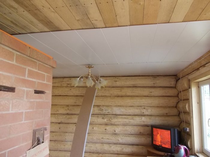 выравнивание деревянного потолка
