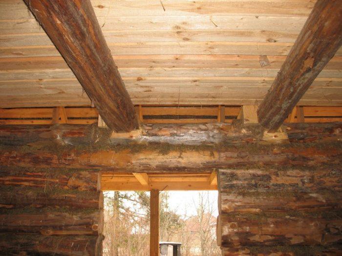как поднять потолок в деревянном доме