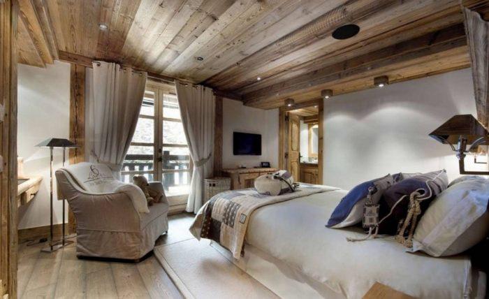 потолки в стиле шале
