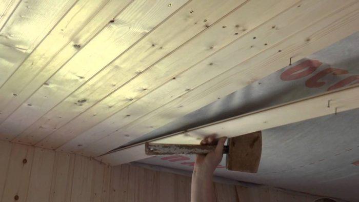как выровнять потолок в частном доме