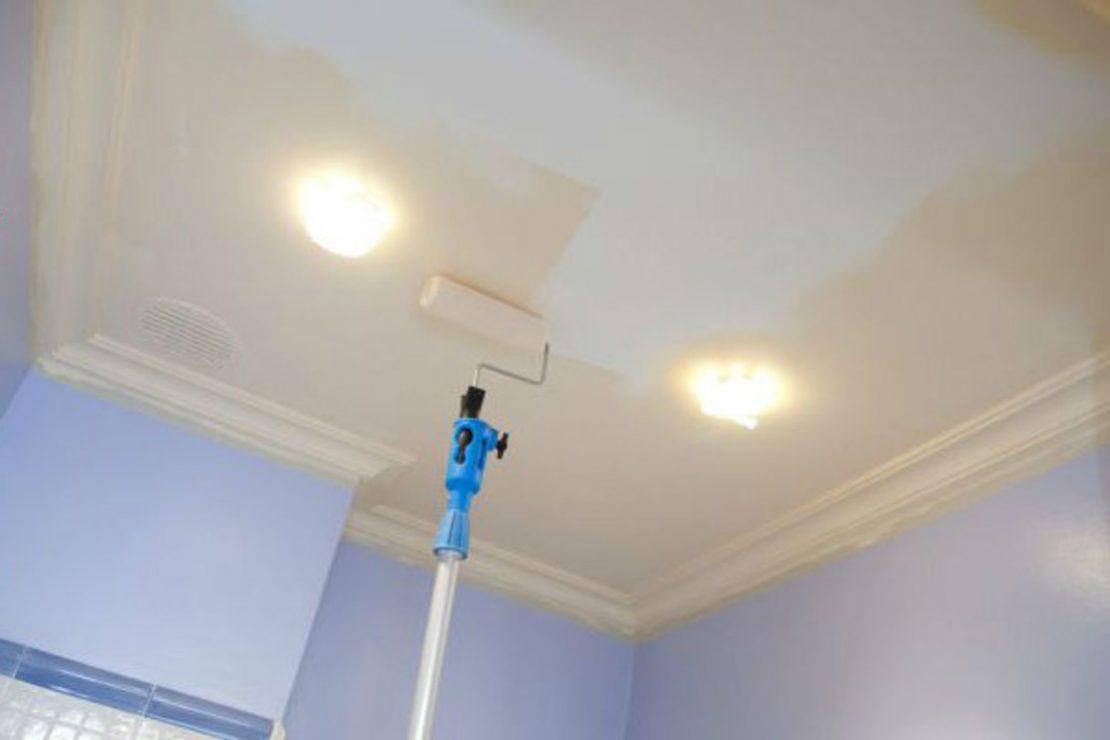 красить потолок водоэмульсионной краской