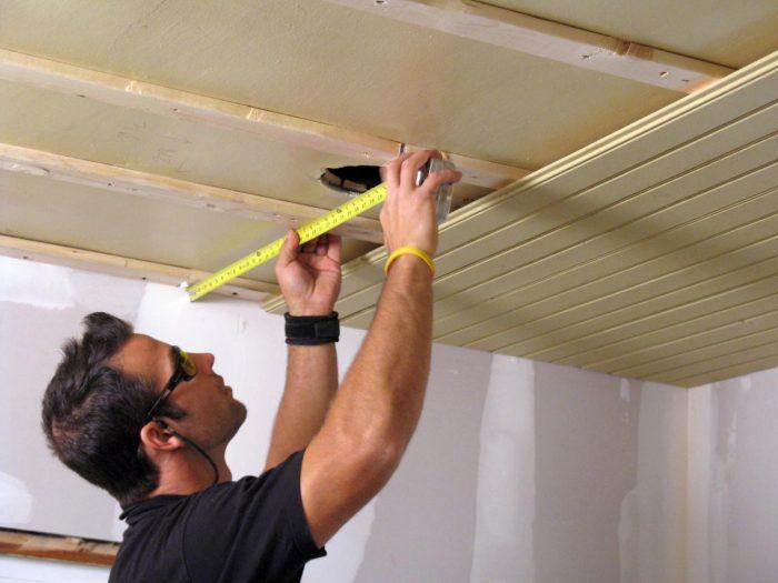 ремонт потолка из вагонки