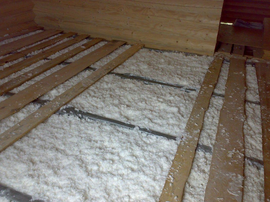 утепление деревянного потолка эковатой