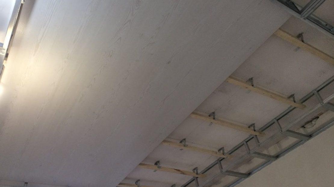 монтаж ламината на потолок