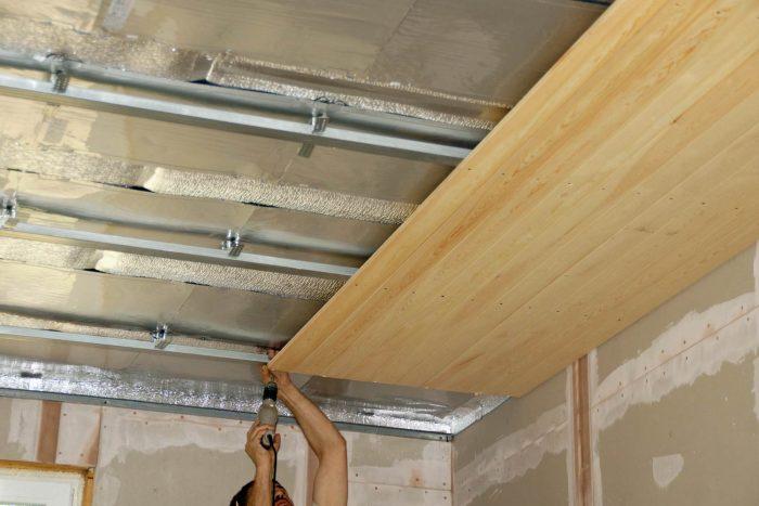 сборка потолочного покрытия