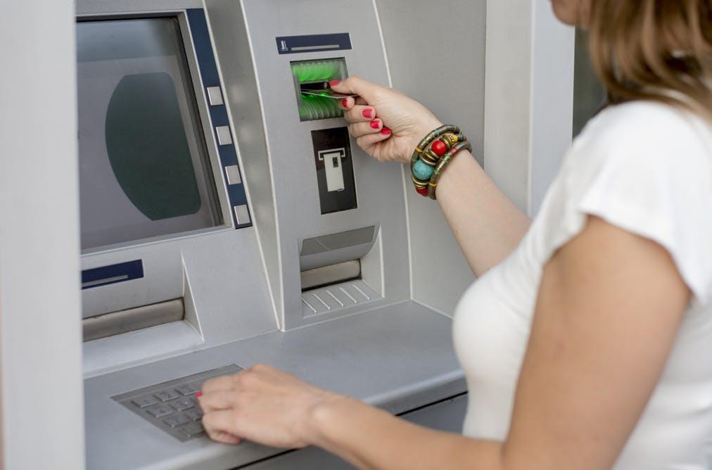 Запрет на снятие наличных в банкомате