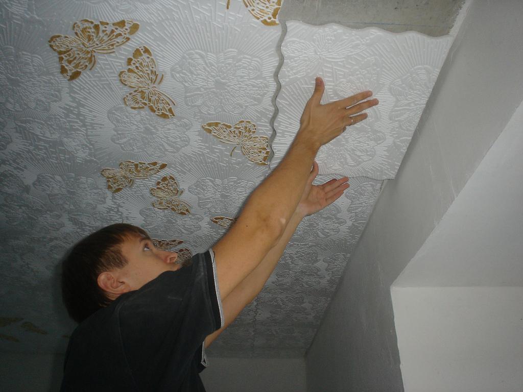 замена потолочной плитки