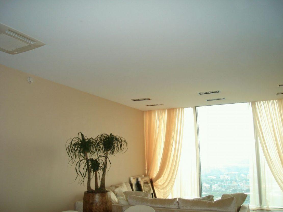 простой одноуровневый потолок