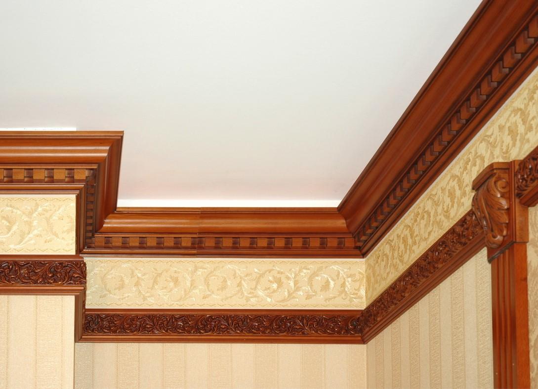 плинтусы потолочные деревянные