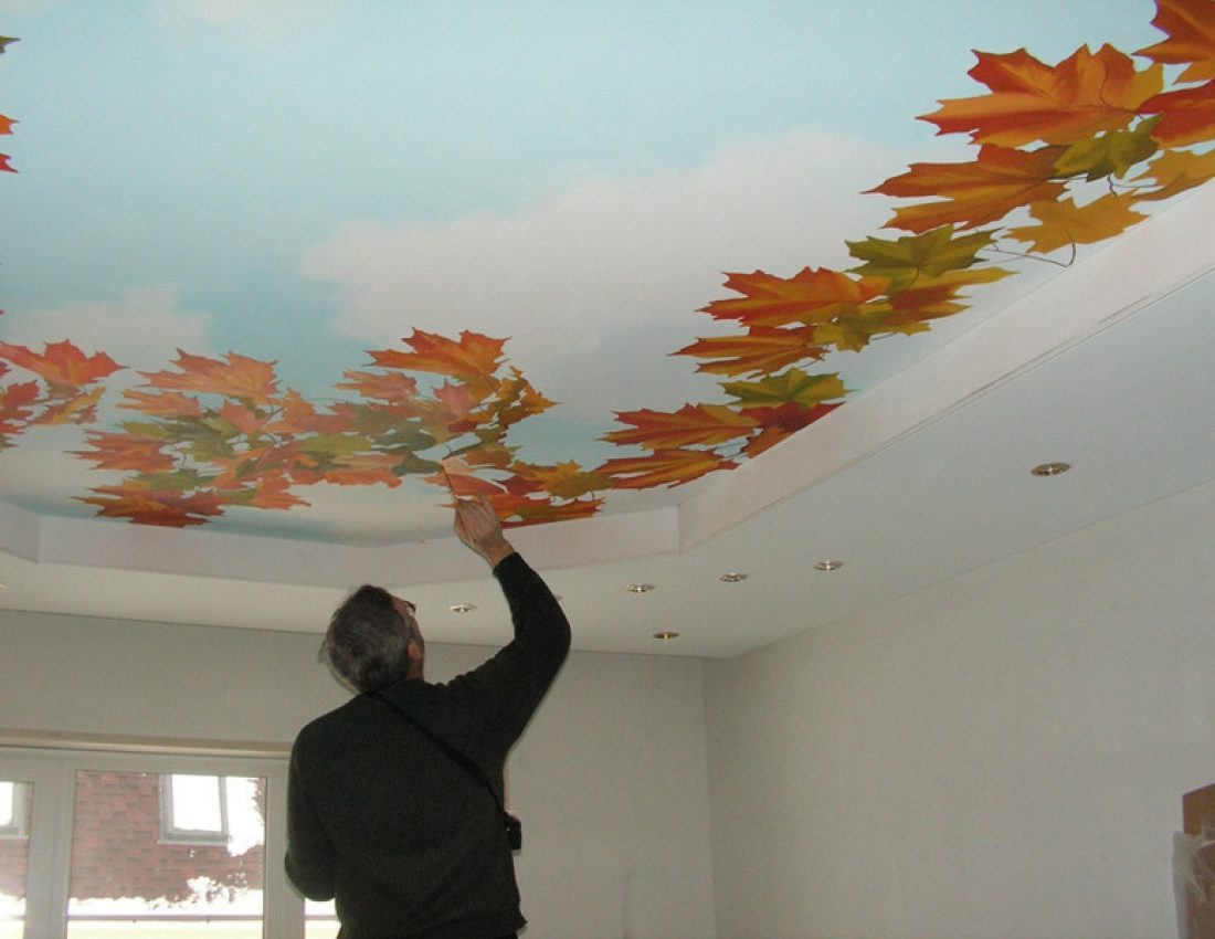 нанесение рисунка на потолок