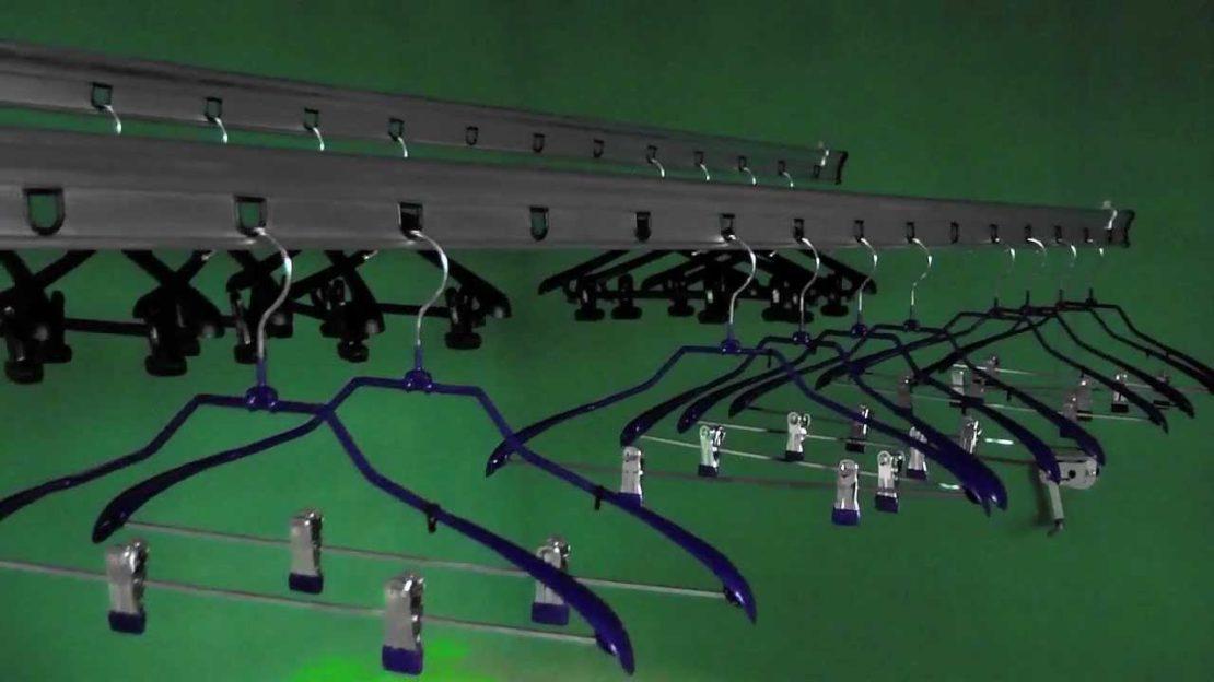 потолочная модель из вешалок
