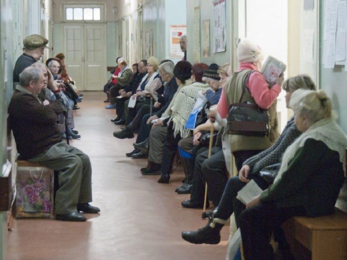 Люди в поликлинике