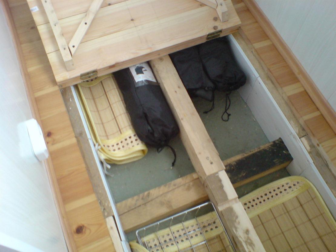 погреб в подполе на балконе