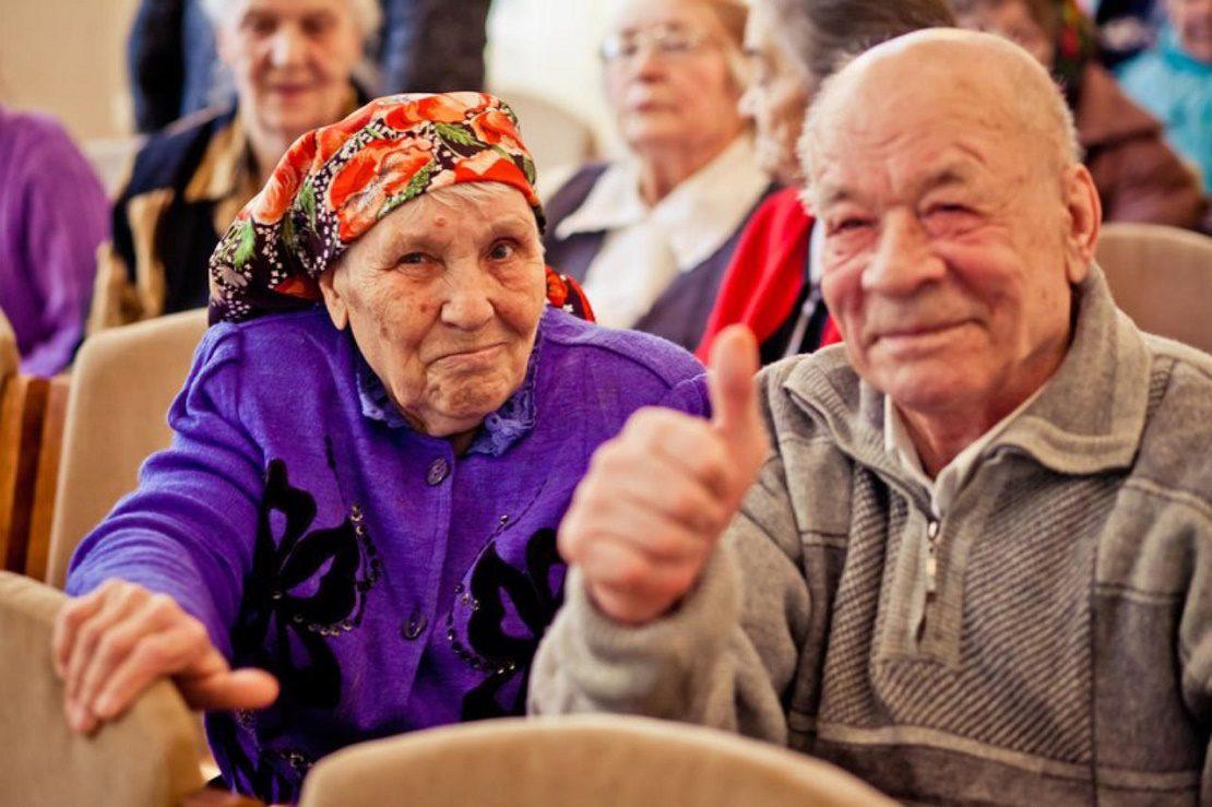 Смеющиеся пенсионеры