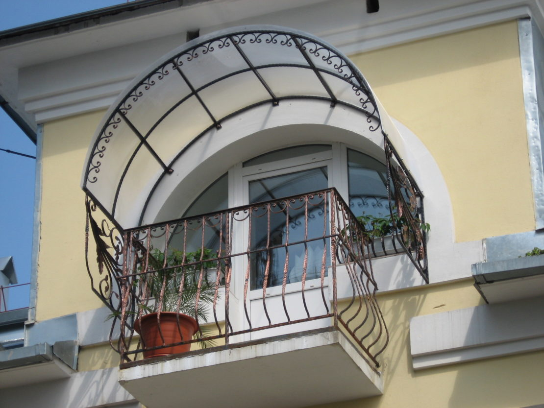 виды козырьков на балкон
