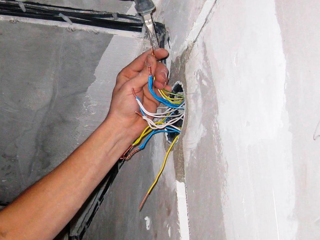 выбор точки подключения балконной проводки