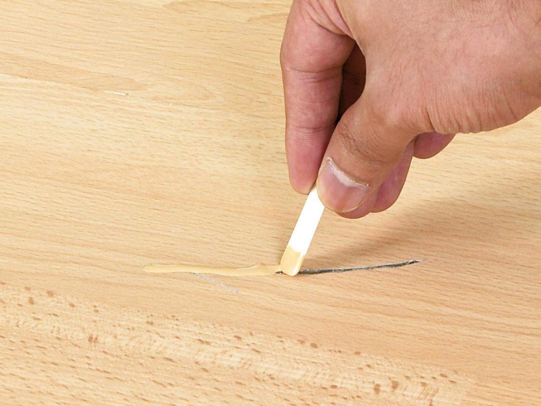 Как убрать трещинки и царапины на линолеуме