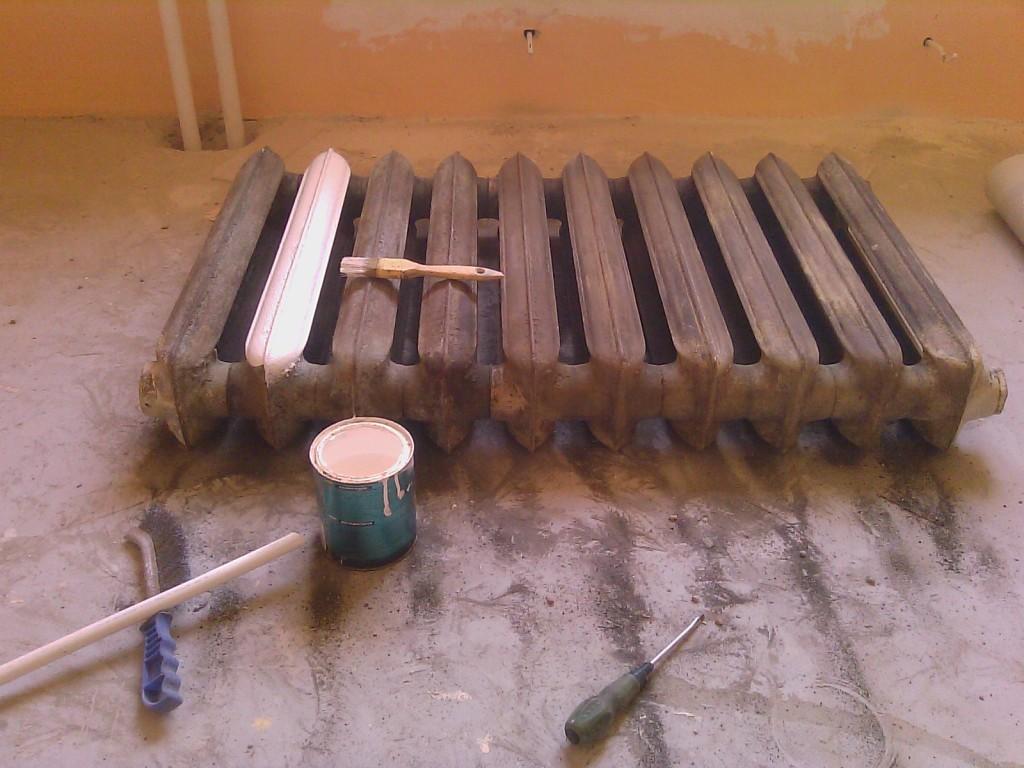 как убрать старую краску с отопительного прибора