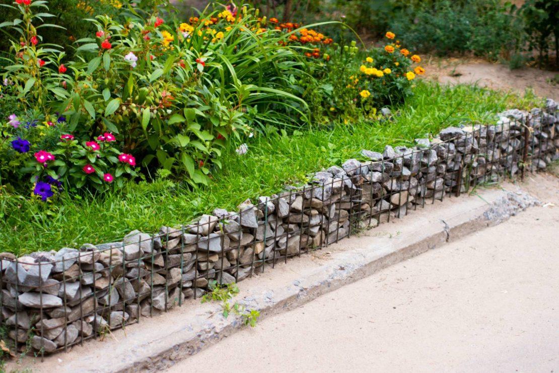 Заборчики для клумб из камней