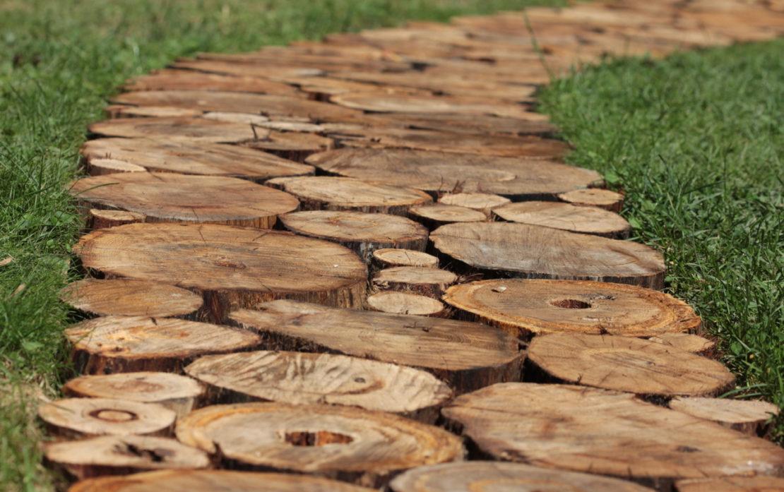 Садовая дорожка из натуральной древесины