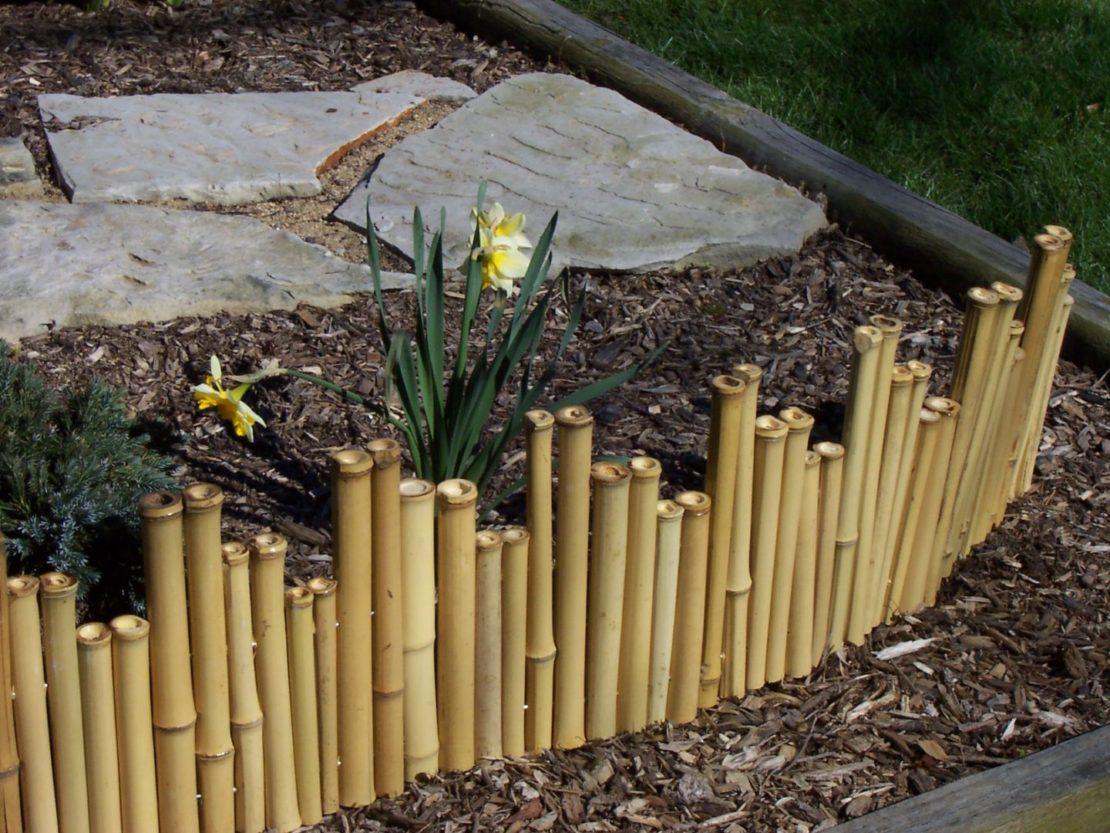 Заборчики для клумб из деревянных колышков