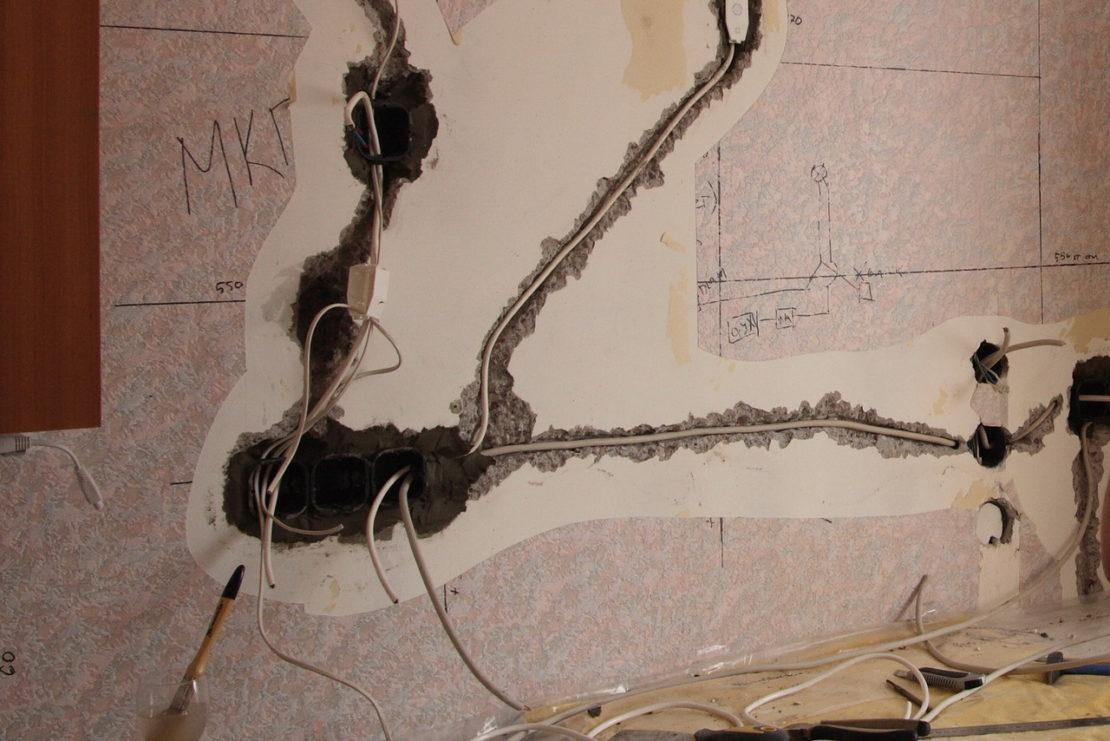 Как самому быстро найти спрятанную в стене проводку
