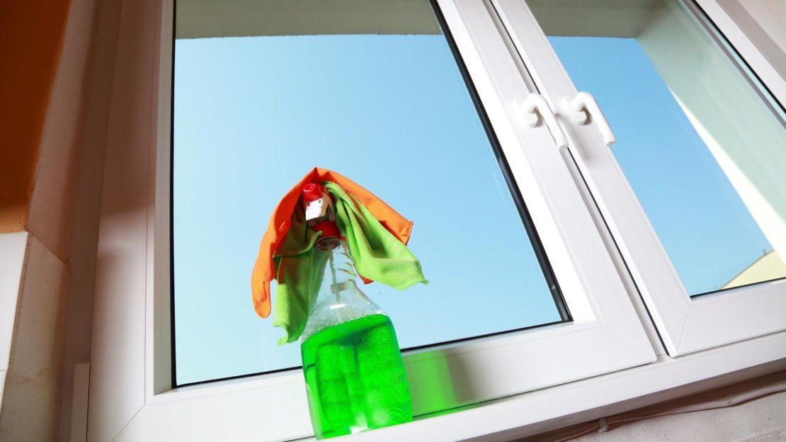 Как быстро помыть окна без разводов