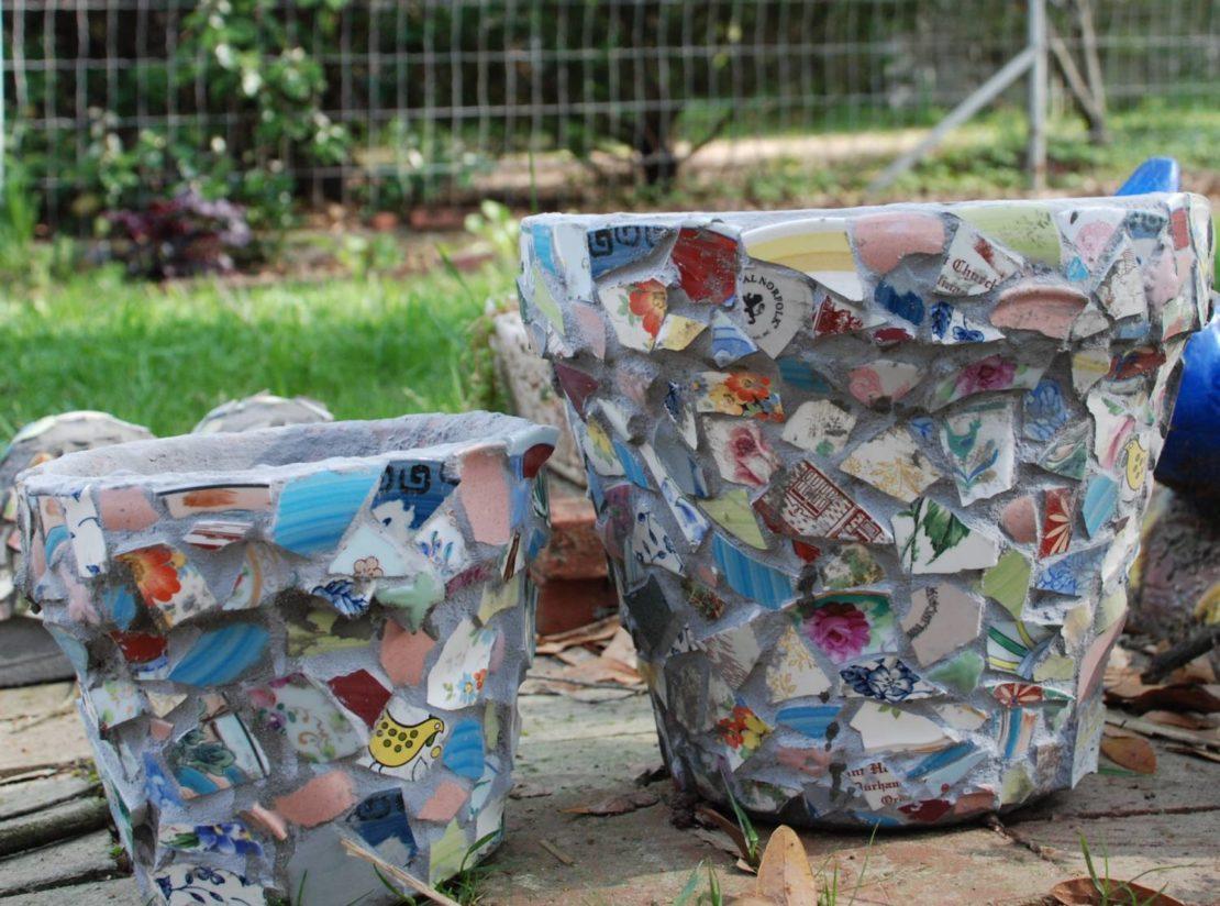 Остатки керамической плитки для цветочных горшков